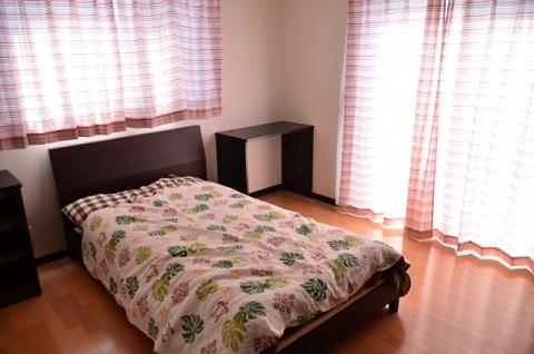 寝室の窓の冷気を防ぐ